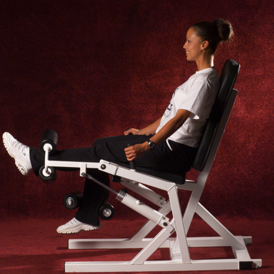 AeroStrength hydra-gym pace knee extension hydraulic fitness machine